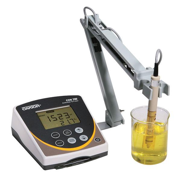 Oakton Temp/Conductivity Benchtop Meter